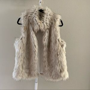 BB Dakota Faux Fur Vest S